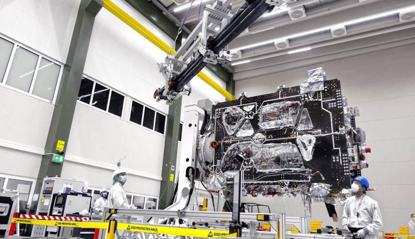 Airbus attaches MAGBOOM to ESA's JUICE spacecraft